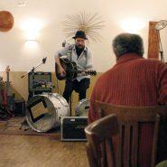 Fred Raspail gab ein großartiges Konzert im kleinen, aber erlesenen Rahmen des Grünen Salons.